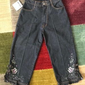 Cute Denim Bermuda Jeans With Floral Embroidery